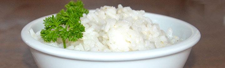 Reis kochen eine tasse